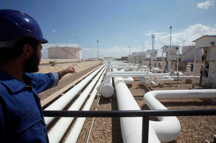 Preço do petróleo de Brent sobe 4% devido à crise entre EUA e Irão
