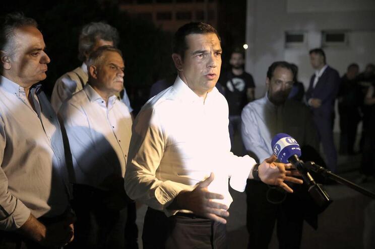 PM grego decreta três dias de luto pelas vítimas dos fogos
