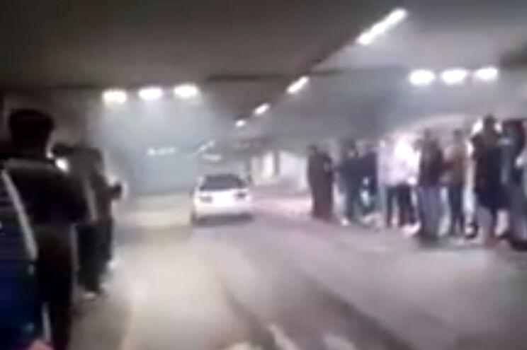 Identificados condutores do vídeo de acidente em parque de estacionamento
