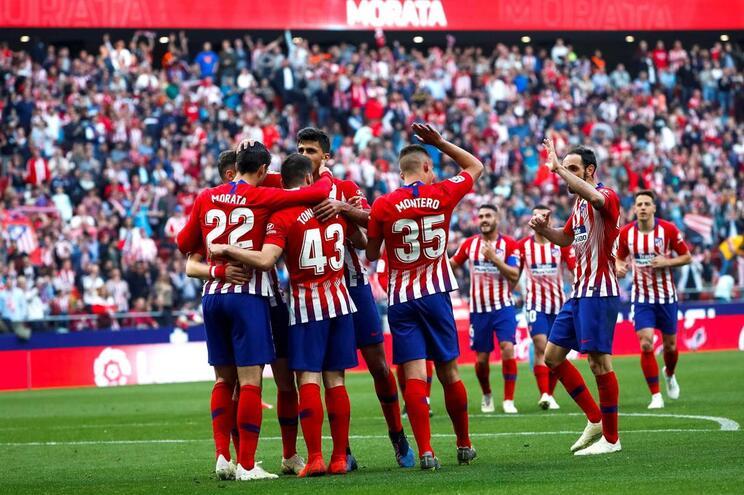 Atlético de Madrid vence e reduz diferença para o Barcelona