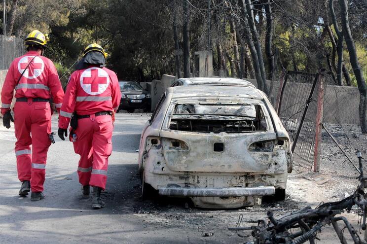 Incêndios fora de controlo causaram dezenas de mortos na Grécia