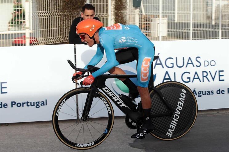 Amaro Antunes sobe a sexto no Giro