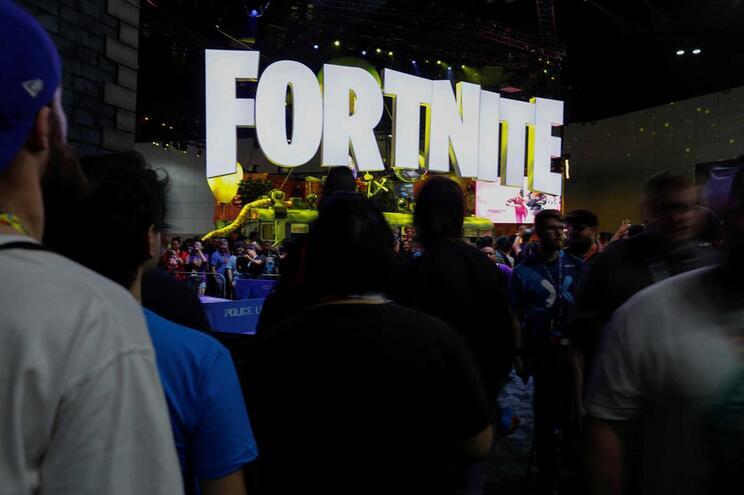 """Pais pagam explicações para ajudar filhos a passar de nível no """"Fortnite"""""""
