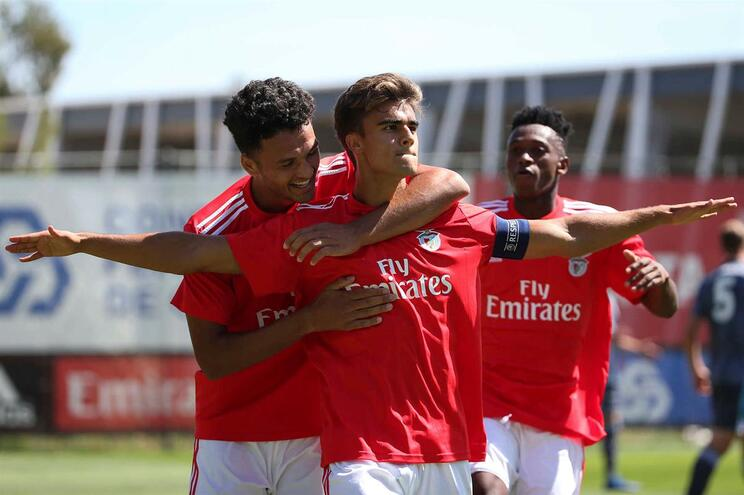 Benfica perto do play-off ao empatar em Munique