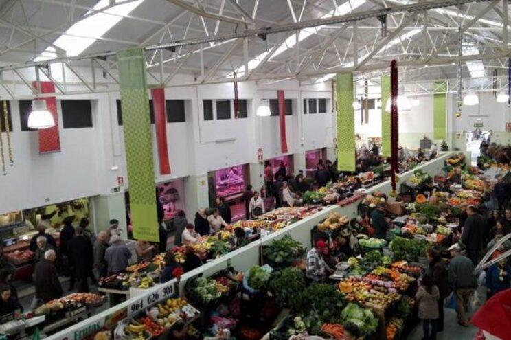O Mercado Municipal vai continuar aberto de segunda-feira a quinta-feira, das 7 às 14 horas, e à sexta-feira