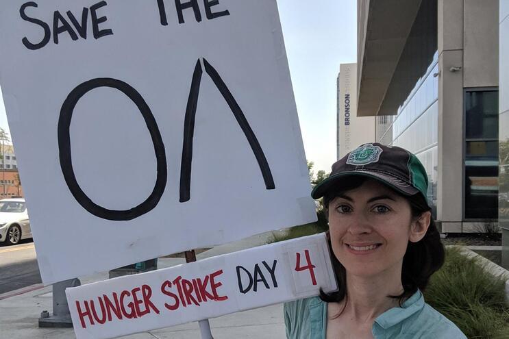 Fã em greve de fome junto à sede da Netflix após cancelamento de série