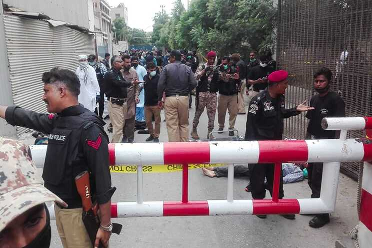 Homens armados atacam Bolsa de Valores do Paquistão