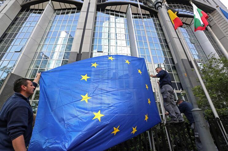 Défice público da zona euro e da UE recua no 1.º trimestre