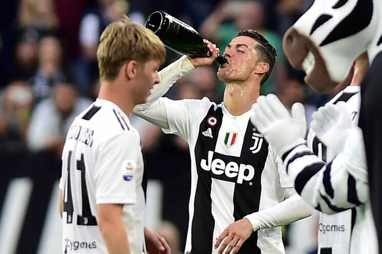 Cristiano Ronaldo mostra a loucura nos bastidores da festa da Juventus