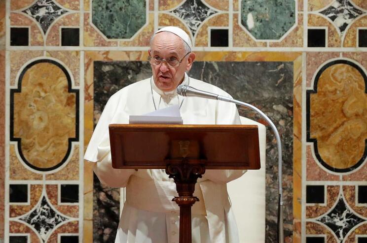 Papa Francisco fala perante diplomatas durante uma audiência na tradicional troca de cumprimentos de