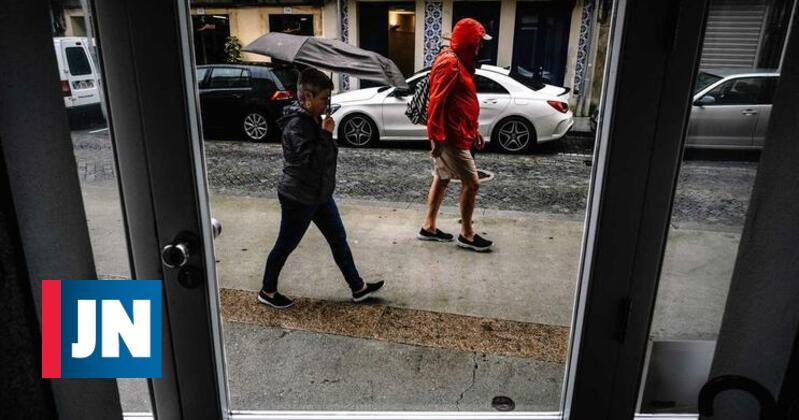 Cinco distritos sob aviso devido a chuva e trovoada
