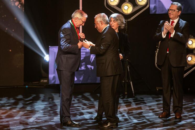 Governo entrega Medalha de Mérito Cultural a Júlio Isidro