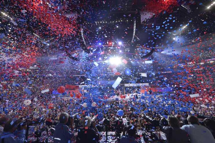 Final apoteótico da última convenção democrata, em 28 de julho de 2016 (nomeação de Hillary Clinton)