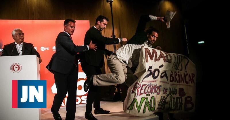 Quatro jovens contra aeroporto do Montijo interrompem discurso de Costa