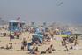 Onda de calor enche as praias da Califórnia durante a pandemia