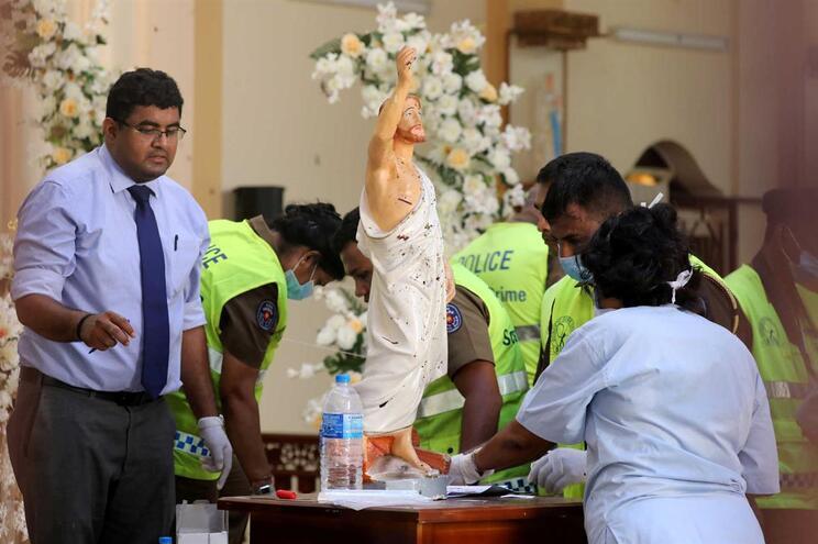 Polícia encontra 87 detonadores de bombas num terminal de autocarros do Sri Lanka