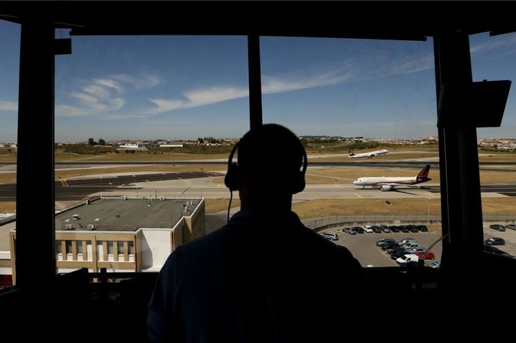 Cidadã alemã detida no Aeroporto de Lisboa com arma elétrica