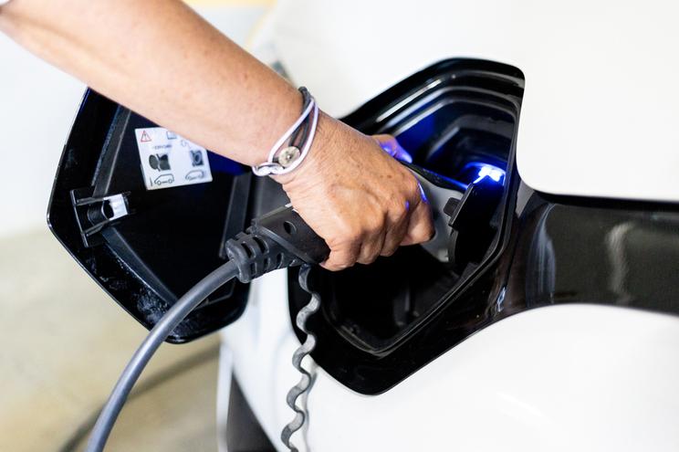 Objetivo do novo modelo da ERSE é de no futuro todos os utilizadores de carros elétricos pagarem pelo