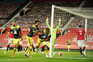 Manchester United vacila no último minuto e falha subida ao pódio