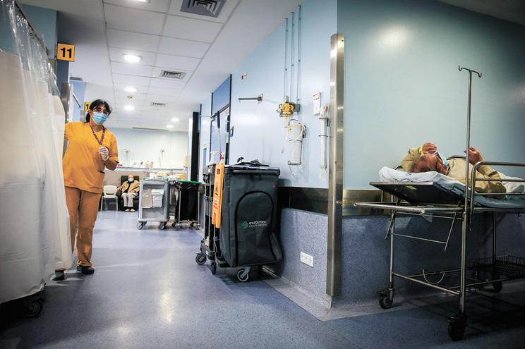 Doentes positivos com alta clínica mas dependentes ficam no hospital