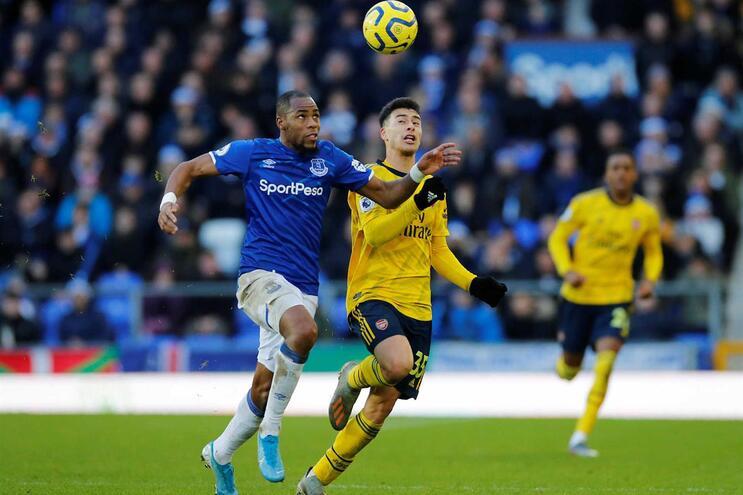 Everton e Arsenal empatam sem golos com futuros treinadores na bancada