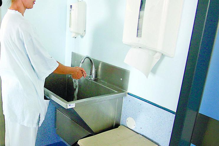 Faltam aquecimento e toalhas de papel em vários centros de saúde