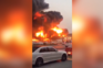Incêndio de grandes dimensões destrói mercado nos Emirados Árabes Unidos