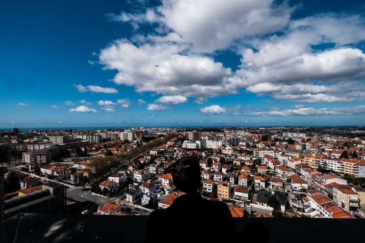 Pandemia afunda vendas de casas e  novos arrendamentos