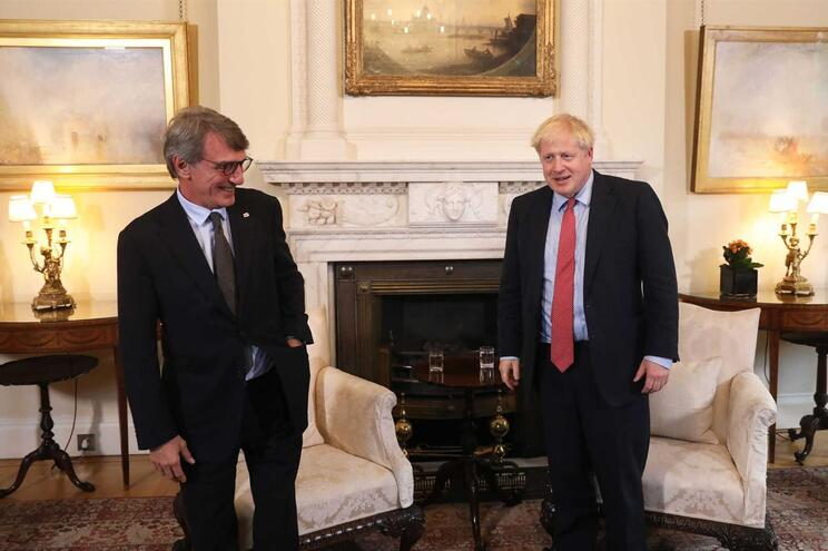 Boris Johnson e presidente do Parlamento Europeu discordam em saída do Brexit