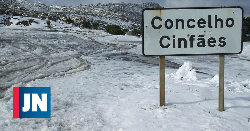 Neve obriga ao corte da estrada entre Castro Daire e Cinfães - Jornal de Notícias