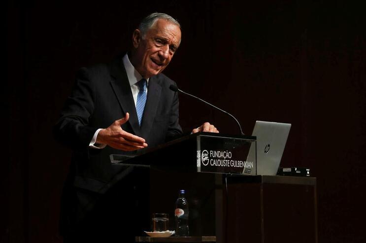 """Marcelo promulga orgânica do Governo apesar de dúvidas sobre """"soluções funcionais"""""""