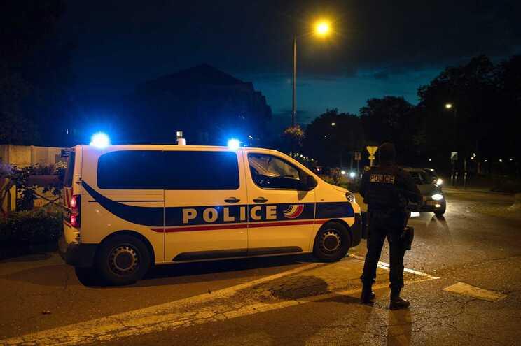 A brigada antiterrorista foi acionada porque o assunto estava a ser tratado como um ataque de natureza