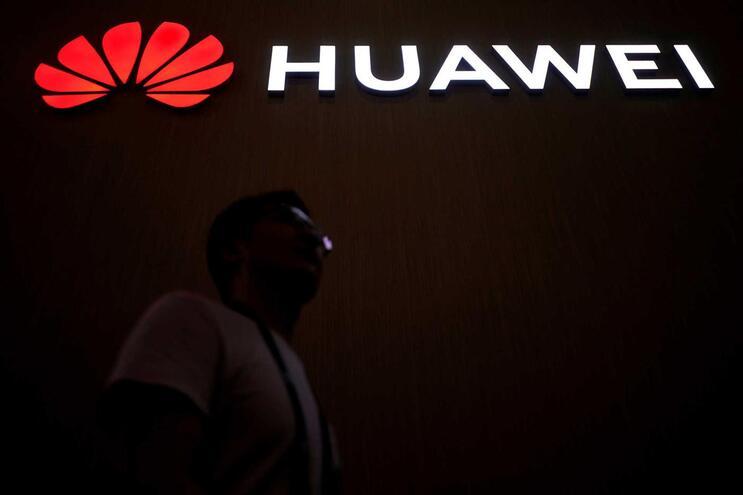 Governo norte-americano proíbe agências de comprarem equipamento à Huawei