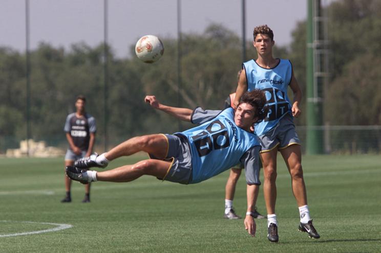 Kutuzov com Cristiano Ronaldo num treino do Sporting na Academia de Alcochete