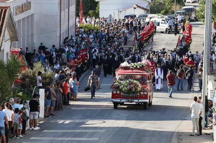 Centenas na despedida de Bombeiro de Miranda do Corvo