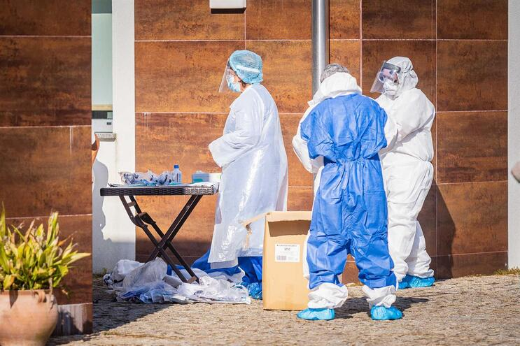 Mais 34 mortes e 712 infetados por Covid-19 em Portugal
