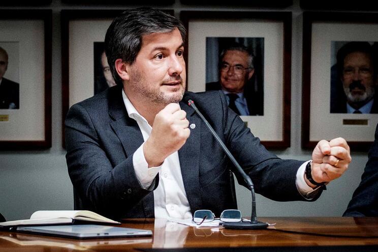 Bruno de Carvalho volta atrás e vai a eleições