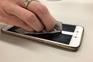 Limpar os telemóveis tornou-se essencial em tempo de coronavírus