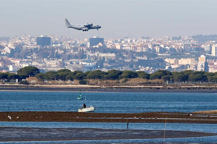 """Estudo sobre aeroporto do Montijo tem """"quatro graves falhas"""", alertam cientistas"""
