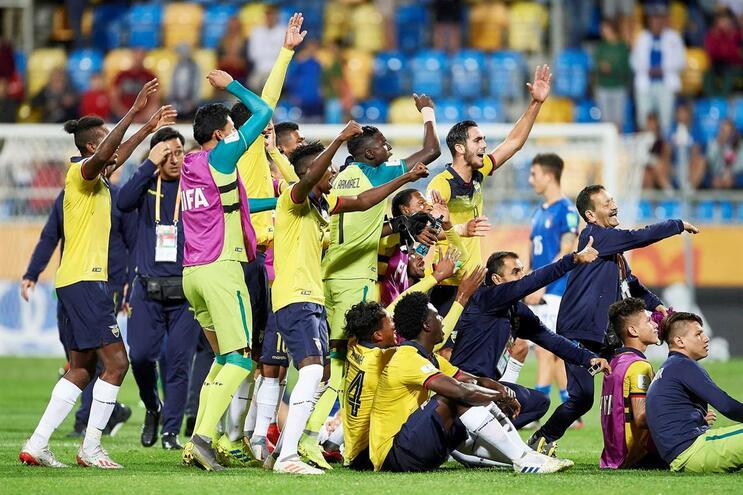 Os jogadores do Equador festejam o terceiro lugar no Mundial Sub-20