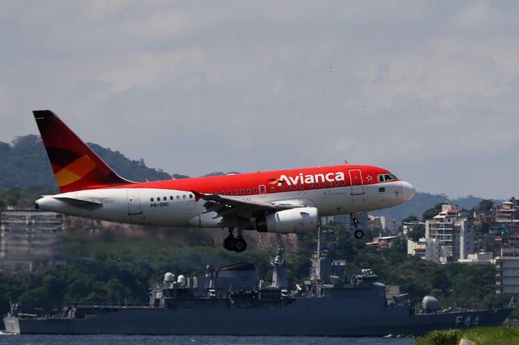 Crise financeira leva companhia aérea Avianca a cancelar 179 voos