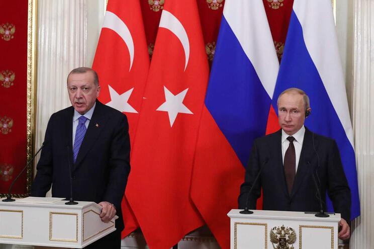 Foi anunciado um cessar-fogo entre os dois governos esta quinta-feira