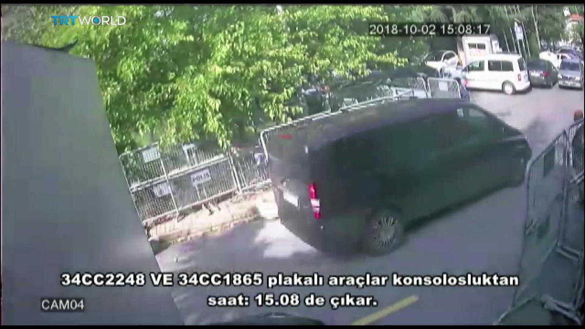 A carrinha Mercedes a deixar o consulado saudita em Istambul