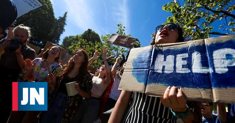 Alunos das escolas de Arcos de Valdevez saem à rua em protesto pelo ambiente