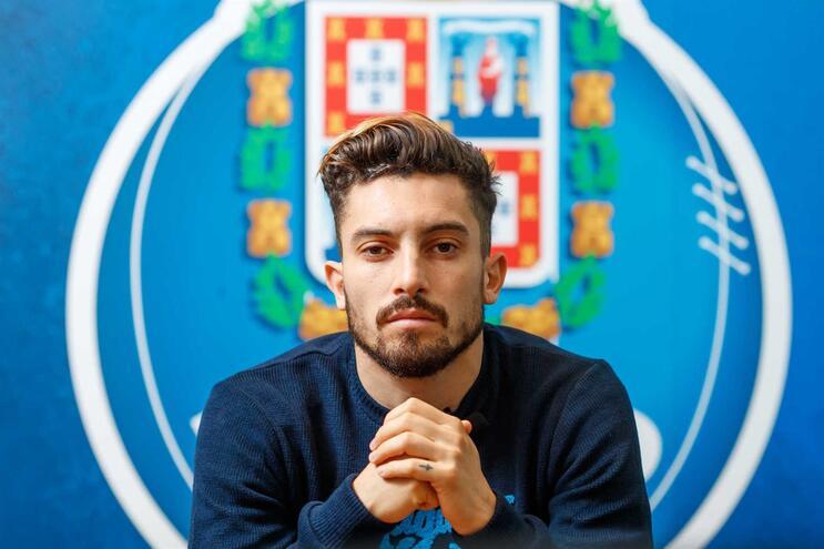 Alex Telles aponta ao campeonato e à Liga Europa e admite sonho de jogar Supertaça Europeia no Estádio