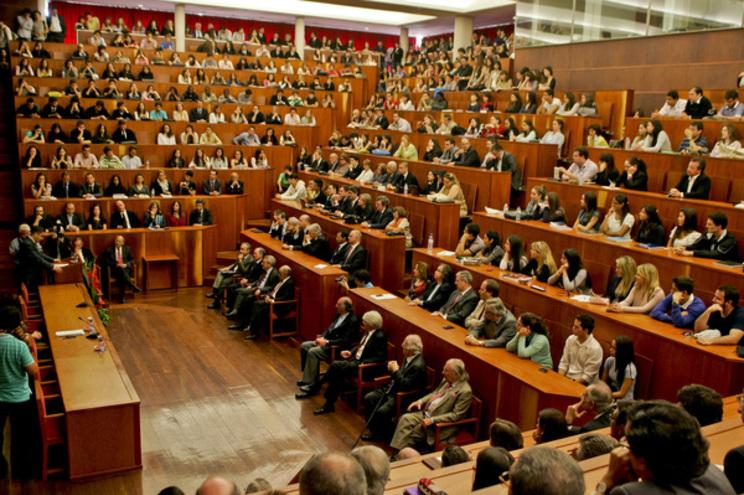 Auditório da Faculdade de Direito da Universidade de Coimbra foi transformado em sala de julgamento para