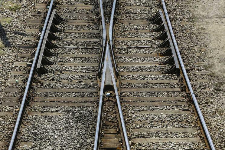 Linha ferroviária do Oeste reabre à circulação às 3 horas