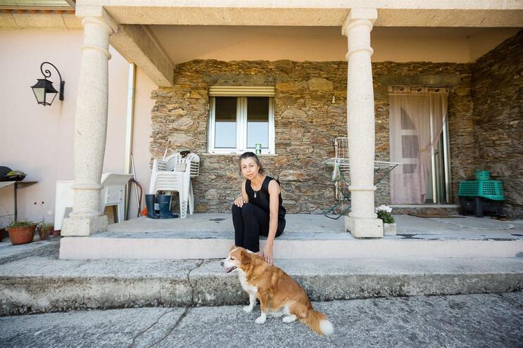 Lucinda Araújo vive sozinha, só tem a companhia dos animais de estimação
