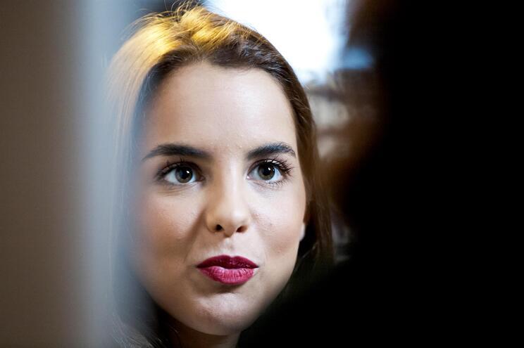 Sara Matos, de 30 anos, divide-se entre projetos na televisão e no teatro
