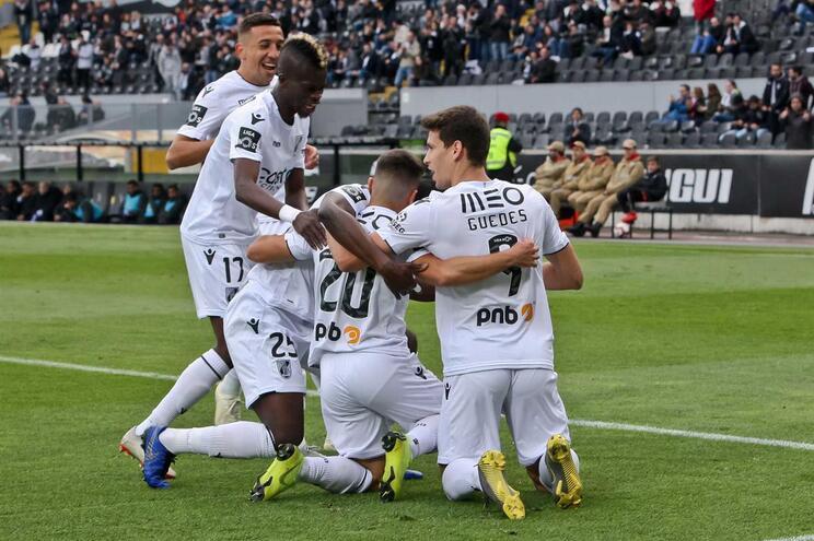 Vitória de Guimarães goleia Desportivo de Chaves e sobe ao quinto lugar